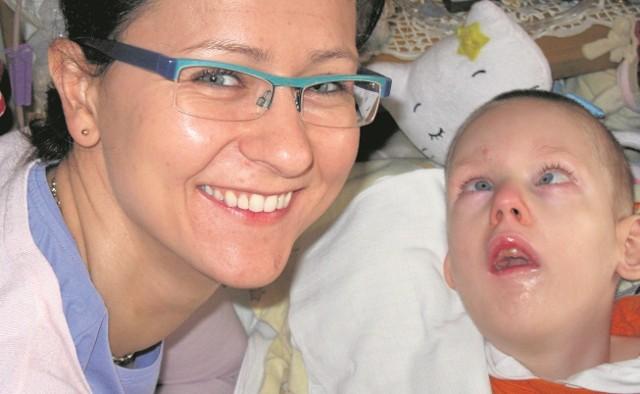 Dr Anna Jędrzejczyk z Wiktorkiem - jednym z podopiecznych hospicjum