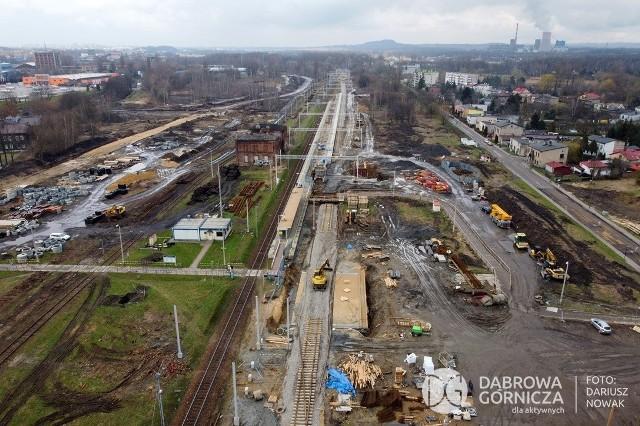 Tak wygląda dziś Dąbrowa Górnicza w przebudowie. Powstają nowe drogi, ronda, tunele pod torami kolejowymi i miejsca parkingowe Zobacz kolejne zdjęcia/plansze. Przesuwaj zdjęcia w prawo - naciśnij strzałkę lub przycisk NASTĘPNE