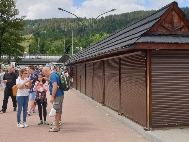 Wtorek 14 lipca. Mamy środek wakacji a stoiska z serami pod Gubałówką są puste. Turyści nie będą gdzie mieli kupić oscypków?