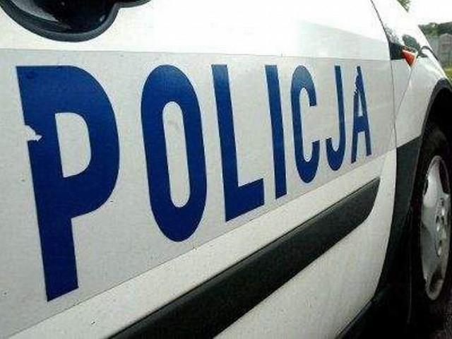 Policjanci poszukują kierowcę, który najpierw uszkodził kilkanaście samochodów przy ulicach Kapuściska i Łukasiewicza, a potem porzucił swoje auto.