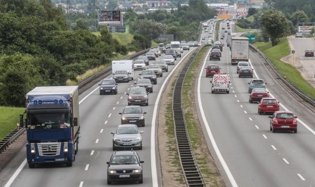 Kierowcy podążający z Bydgoszczy do Świecia żalą się na utrudnienia w ruchu. - Są ogromne korki - mówią.