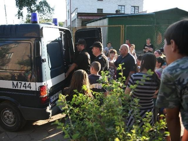 - interwencja policji związana z uchodźcami