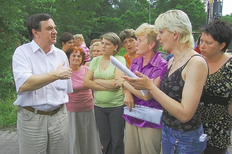 Radny Franciszek Łuckiewicz podczas ubiegłorocznego spotkania z mieszkańcami ul. Powstańców Wlkp.