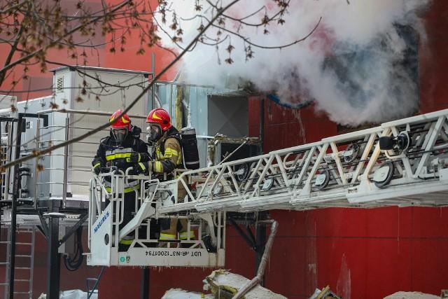Pożar archiwum Urzędu Miasta Krakowa. Akcja strażaków trwa już od sobotniego wieczoru