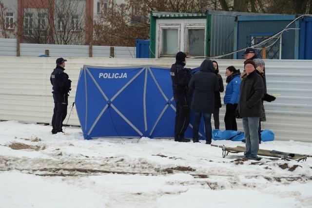 Ciało przy ul. Jurowieckiej w Białymstoku. Zwłoki leżały obok budowy apartamentowca