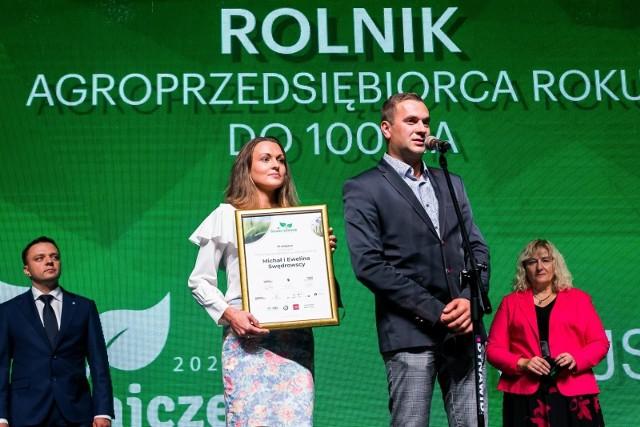 Forum Rolnicze Gazety Pomorskiej 2020, gala laureatów konkursów Rolnik i Sołtys Roku. Wśród nagrodzonych byli Ewelina i Michał Swędrowscy z Jaroszewa