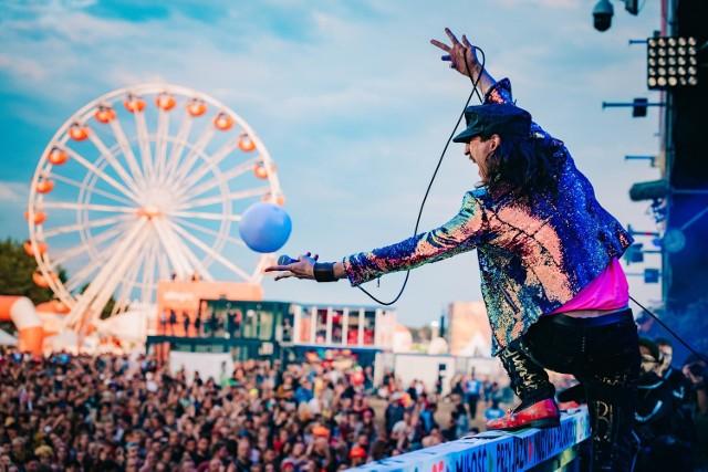 ZOBACZ RÓWNIEŻ: Majka Jeżowska porwała tłumy! [ZDJĘCIA]Zobacz, co działo się pod sceną na koncercie zespołu KULTMorze ludzi na koncertcie HappysadSzalona kąpiel w błocie na Pol'and'Rock Festival