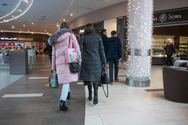 Cudzoziemcy w II kwartale 2019 roku kupowali w Polsce przede wszystkim towary nieżywnościowe, na które przeznaczyli ok. 51,8 proc. swoich wydatków.
