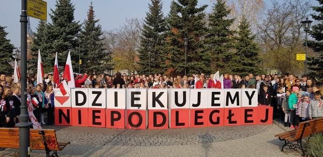 Rekord dla Niepodległej. Śpiewanie hymnu w Kędzierzynie-Koźlu.