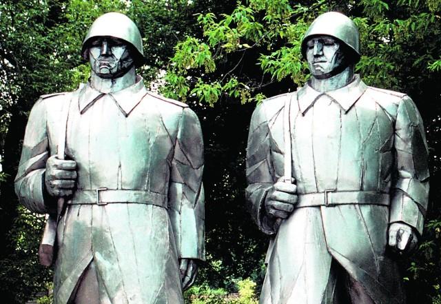 Pomnik żołnierzy radzieckich w Dąbrowie Górniczej  Łosieniu jest jednym z symboli ustroju, który zmieniono 25 lat temu
