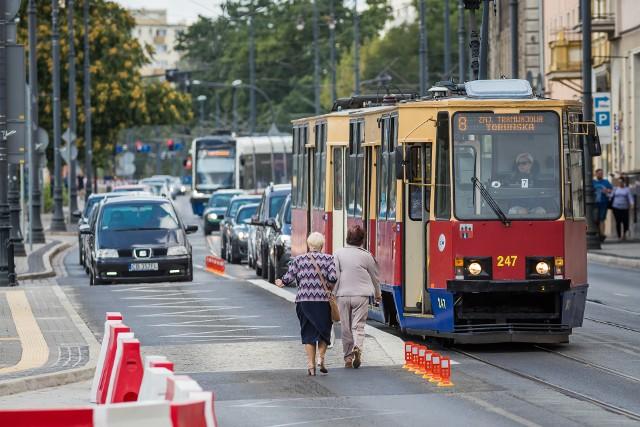 - Nowy układ komunikacji publicznej, tramwajowy, będzie oparty o 11 linii z maksymalnym wykorzystaniem pętli - wyjaśnia Rafał Grzegorzewski, dyrektor ZDMiKP. Pętle Rycerska, Bielawy i Las Gdański będą obsługiwane przez trzy linie. Tramwaje mają jeździć co 20 minut.