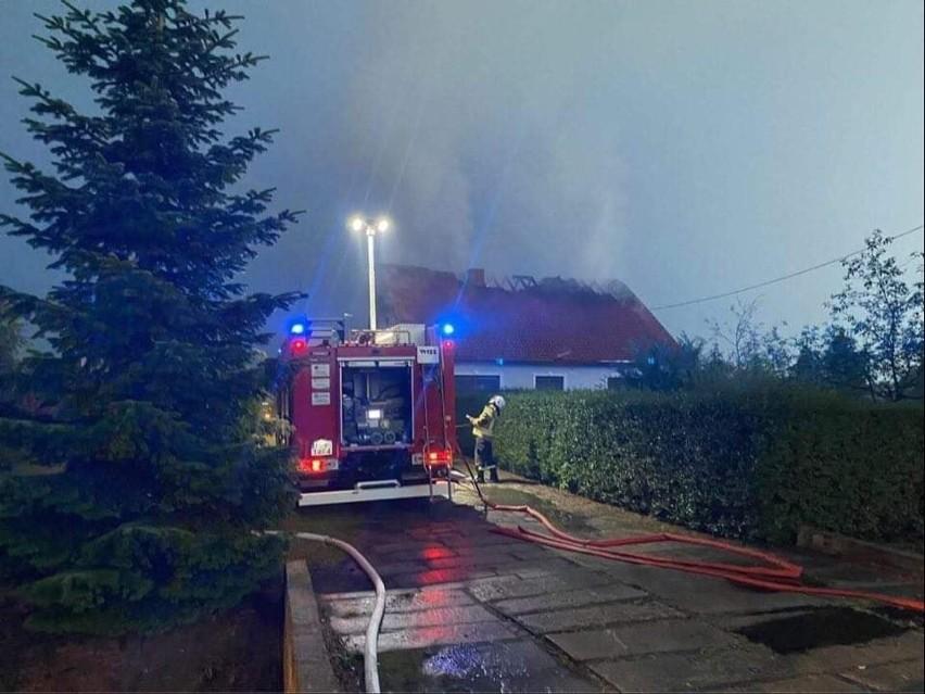 Dom w Krasowcu gasiły jednostki: JRG2 Gorzów, OSP Krasowiec,...