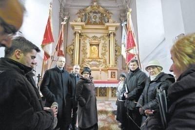 Zachowała się duża liczba zdjęć wnętrza kościoła z końca XIX w.; może uda się przywrócić dawny kształt ołtarza w kaplicy Matki Bożej Częstochowskiej Fot. Anna Kaczmarz
