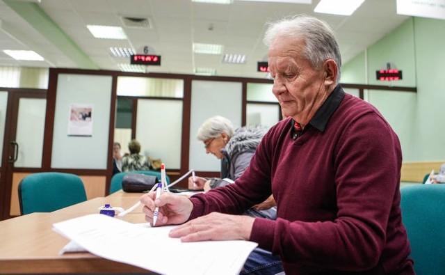Emeryci i renciści w maju 2019 roku dostaną dodatkowe 1100 złotych brutto