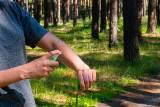 Co zawierają i jak działają preparaty na kleszcze? Klasyczne środki ochronne, sposoby naturalne i szczepionka przeciw kleszczom