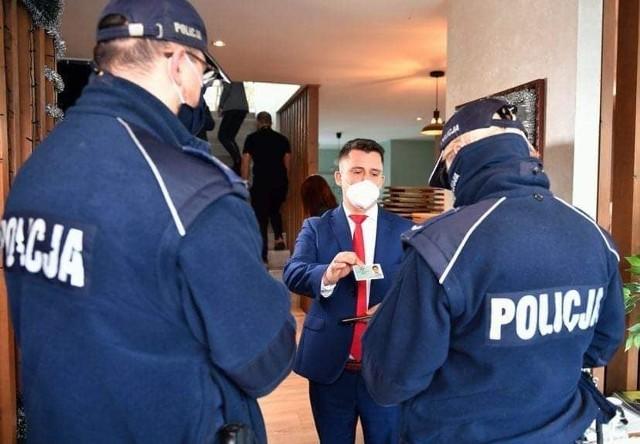 Restauracji w rozmowach z policją pomaga krakowski adwokat Paweł Śliz