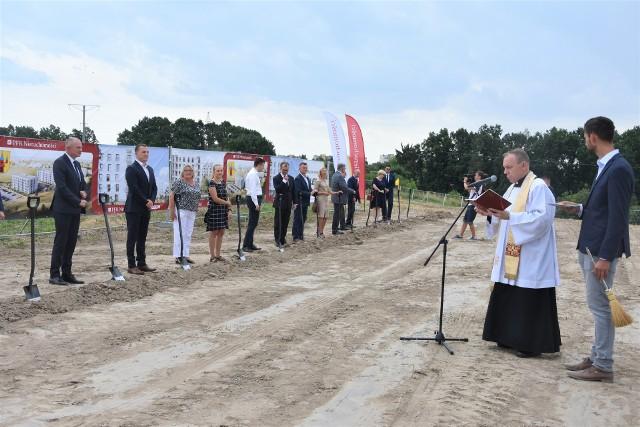 Ks. prob. Andrzej Rumocki poświęcił plac budowy. W najbliższych dniach pojawi się tu ciężki sprzęt