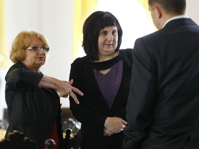 Krystyna Wróblewska (w środku) nie zgadza się z decyzją klubowych kolegów.