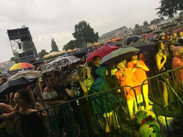 Deszcz daje się we znaki, ale gorzowianie i tak się bawią