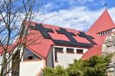 """Fotowoltaiczne krzyże na dachu kościoła w Łubianie! Parafia szuka oszczędności, """"liczymy, że będzie taniej"""""""
