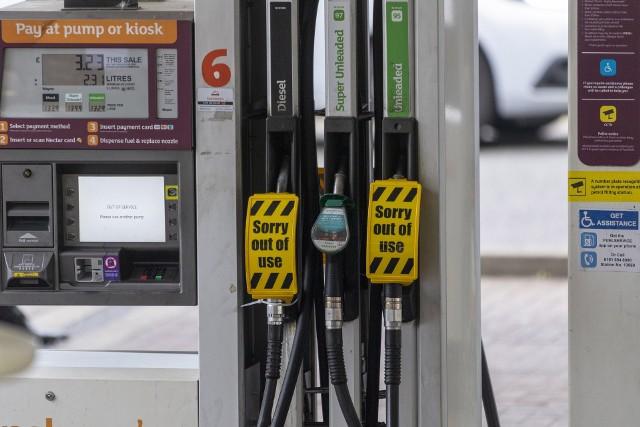 Na wielu brytyjskich stacjach benzynowych brakuje paliwa.