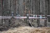 Wrak amerykańskiego samolotu B-25 ujawniono w lesie koło Bierunia. Zestrzelono go w 1945 roku. W środku odkryto zwłoki radzieckich żołnierzy
