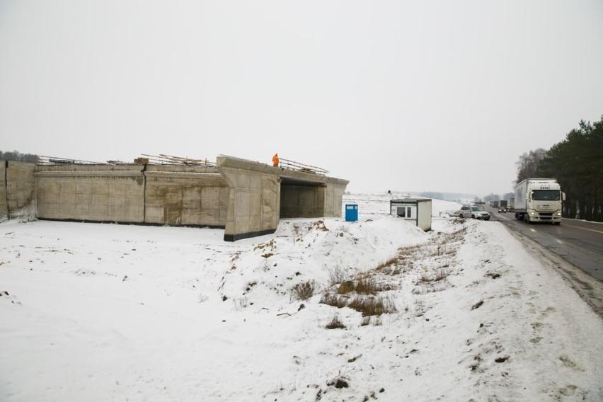 Mimo zimy, można spotkać ekipy budowlane na podlaskich...