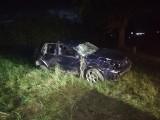 Nocny wypadek w Ozorkowie. Kierowca chciał ominąć sarnę... ZDJĘCIA