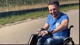 Skacząc do wody, omal nie zginął. Niepełnosprawny Bartosz Sikora ze Śmigla chce nagrać teledysk i ostrzec innych