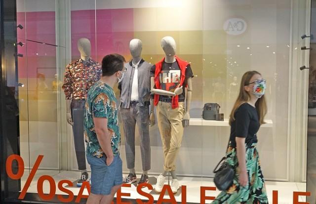 Wyprzedaże w Silesia City Center w Katowicach w dniu 27 czerwca 2020Zobacz kolejne zdjęcia z ofertami w konkretnych sklepach. Przesuwaj zdjęcia w prawo - naciśnij strzałkę lub przycisk NASTĘPNE