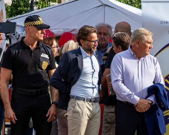 Podczas poniedziałkowego Tour de Konstytucja na Rynku Kościuszki straż miejska nie odstępowała ani na krok od prezydenta Białegostoku