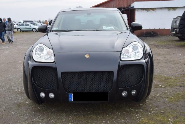 Porsche Cayenne - rok produkcji 2006, z silnikiem 4.5 benzyna plus gaz. Cena 50 000 zł