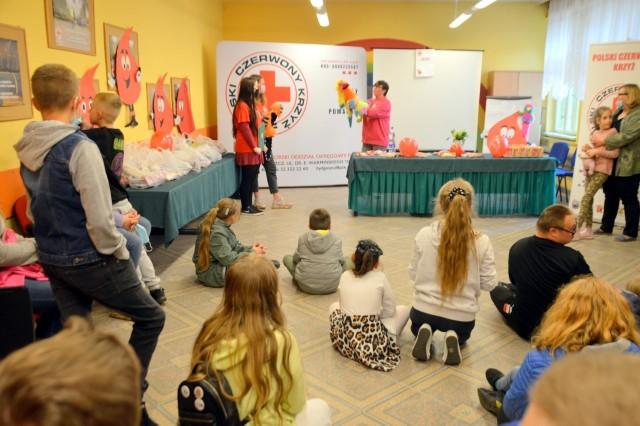 W imprezie z okazji Dnia Dziecka, zorganizowanej przez bydgoski PCK, wzięło udział ponad 40 dzieci. Rodzice też zostali zaproszeni