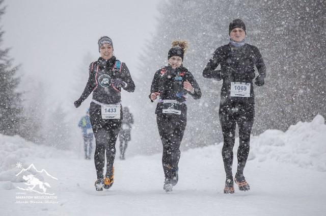 W Bieszczadach uczestnikom dopisała zimowa atmosfera. W biegu wzięło udział ponad ośmiuset miłośników maratonów