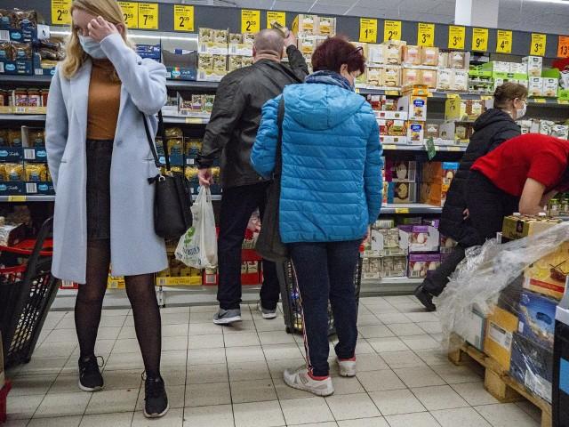 Mieszkańcy skarżą się na tłok w sklepach