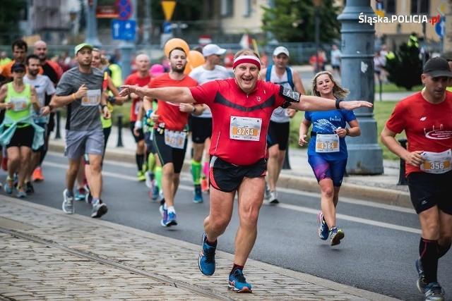 Podinsp. Jacek Furmanik zdobył Koronę Maratonów w wieku 52 lat