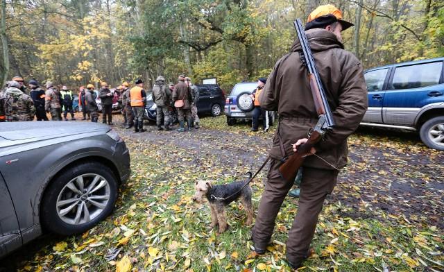 Zgodnie z projektem, który trafił pod obrady senatu - nieletni nie będą mogli brać udziału w polowaniach