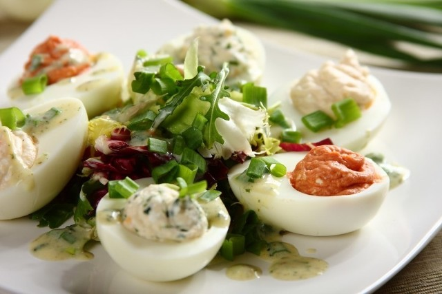 Jajka na wielkanocnym stole to podstawa. Zobaczcie przepisy i pomysły na dania z jajkami.
