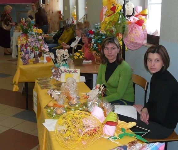 Na zdjęciu stoisko z pracami podopiecznych Domu Pomocy Społecznej w Dolicach.