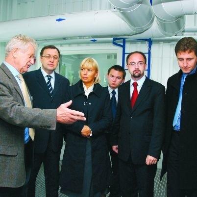 Minister Elżbieta Bieńkowska oglądała w gminie Choroszcz stację uzdatniania wody, którą wybudowano dzięki unijnemu wsparciu