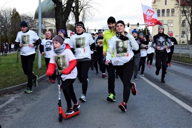 Trzysta osób wzięło udział w Biegu Tropem Wilczym w Inowrocławiu.
