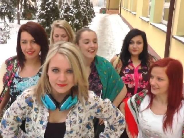 """Uczennice techniku Zespołu Szkół Techniczcnych i Ogólnokształcących nagrały parodię utworu """"My Słowianie""""."""