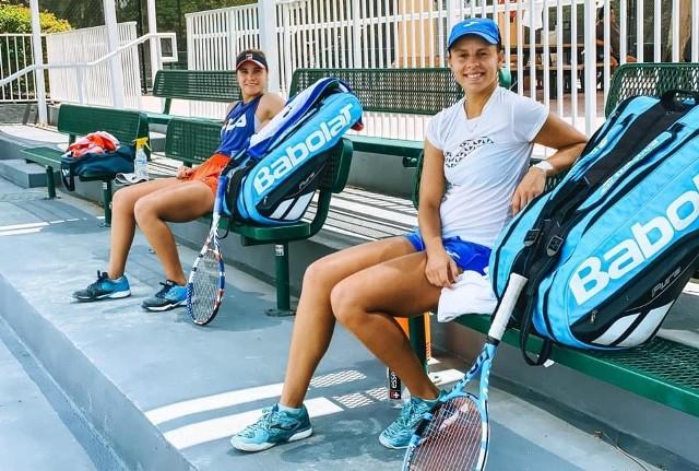 Magda Linette podczas treningu z Amerykanką Sofią Kenin, zwyciężczynią ostatniego turnieju wielkoszlemowego, czyli Australian Open