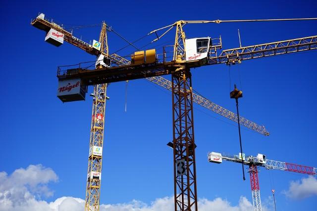 Rynek mieszkaniowySprzedaż mieszkań pozostaje w Polsce na bardzo wysokim poziomie, a mieszkania powstają jak grzyby po deszczu.
