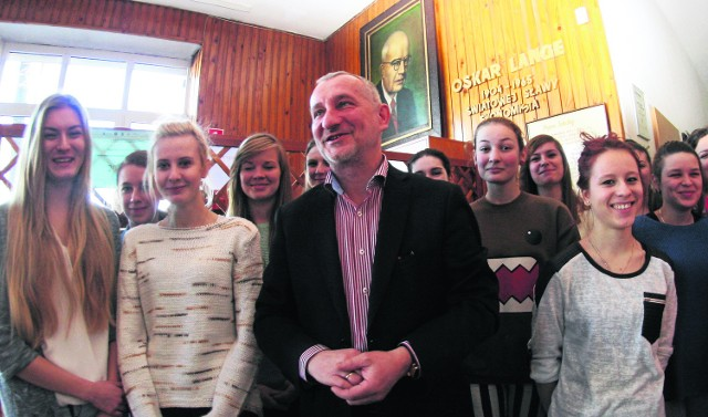 Uczniowie ZSE nie mają wątpliwości, że Oskar Lange nie powinien być patronem szkoły