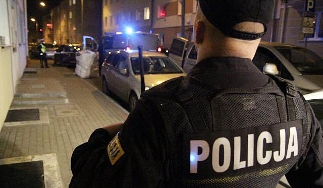 Policjant z Częstochowy usyszał zarzut gwałtu. Nie został jednak aresztowany, bo jego czyn został zakwalifikowany jako akt tzw. seksualnego wykorzystania stosunku zależności.