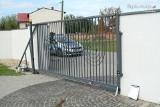 Tragedia w Koziegłowach. Dziecko przygniecione przez bramę w ciężkim stanie
