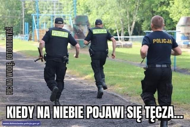 Tęcza nie obraża. Internet komentuje dyskryminację środowisk LGBT w Warszawie. Zobacz memyZobacz kolejne memy. Przesuwaj zdjęcia w prawo - naciśnij strzałkę lub przycisk NASTĘPNE