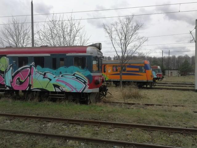Między Toruniem Wschodnim a Kluczykami. Widok z okna pociągu