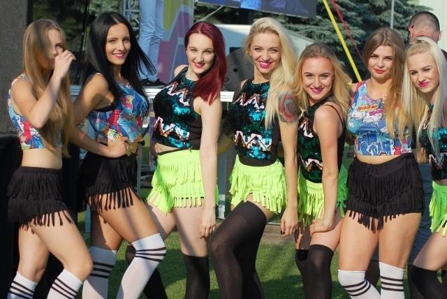 Między i w trakcie występów wykonawców muzycznych odbyły się pokazy gorącej tanecznej grupy Temptation z Pułtuska.